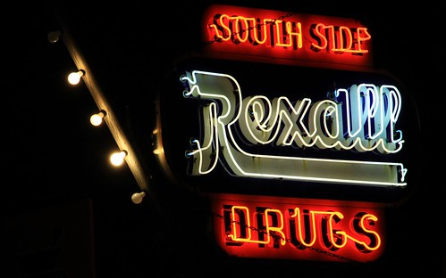 old fountain sign vintage store neon iowa drugs drug bulbs soda ottumwa wapellocounty southsidedrugs