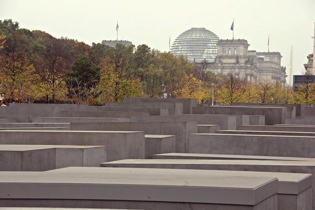 Juutalainen muistomerkki ja Reichsdag Berliinissä