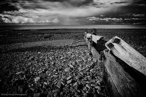 sea tourism beach wales clouds coast blackwhite unitedkingdom sony a77 aberaeron sonyalpha andyhough slta77 sonyzeissdt1680 andyhoughphotography