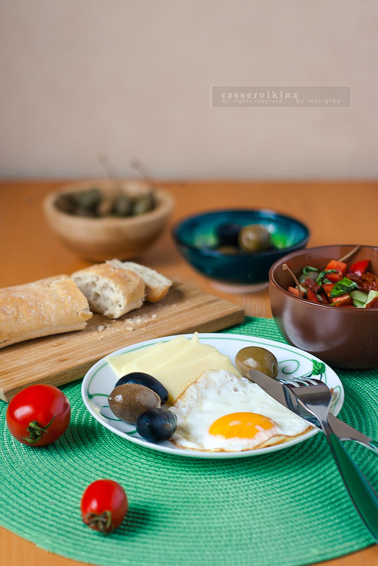 Turkish breakfast with Three tomatoes salad