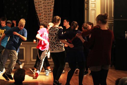 I Grunn! får ein oppleve det beste frå to danseverder- på same golv. Felespelar er  Maria Skjeldrum Toppe.