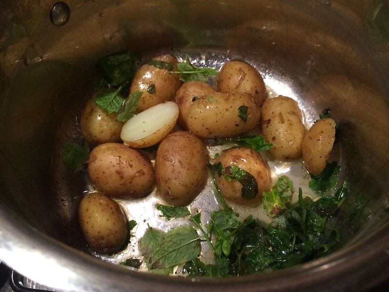 Chicken Provencale : Side of new potatoes with mint