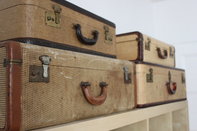 dressingroom_luggagecloseup
