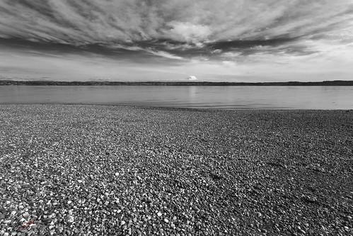 mauryislandmarinepark tahoma mtrainier bay ocean shore beach landscape monochrome blackandwhite cloudscape naturescenes naturetherapy naturalpatterns