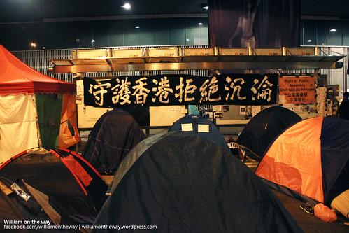 紀念人生第一次瞓街,守護香港拒絕沉淪。(2014年10月17日凌晨,香港金鐘夏慤道雨傘廣場,勞顯亮攝)