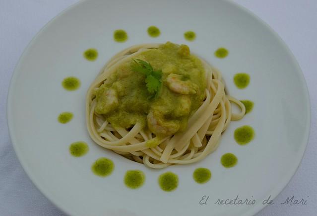 tallarines en salsa verde y cilantro