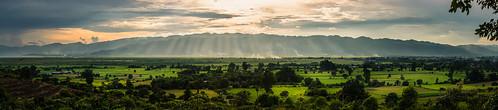 sunset panorama lake mountains green landscape see asia asien southeastasia südostasien ray sonnenuntergang rice state burma wide felder reis berge fields myanmar inle grün shan landschaft weite birma staat sonnenstrahlen inlay nyaungshwe lichtstrahlen inlesee inlaylake