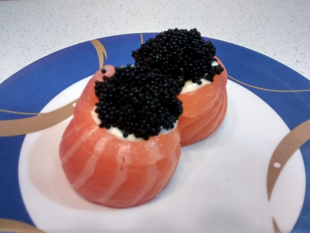 kawaii rolls with salmon and black roe