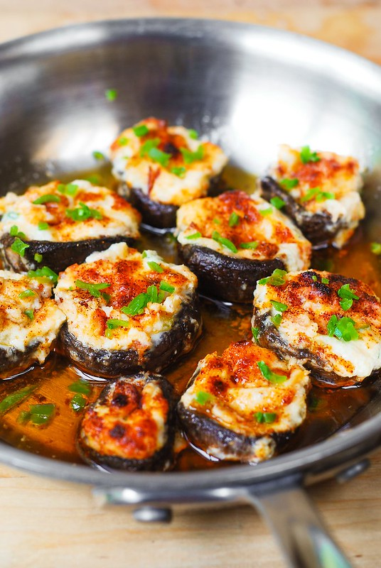 bacon stuffed mushrooms, easy stuffed mushroom recipe, stuffed mushroom appetizer, baked stuffed mushrooms, how to cook stuffed mushrooms, cooking mushrooms, gluten free mushroom recipes, gluten free appetizers
