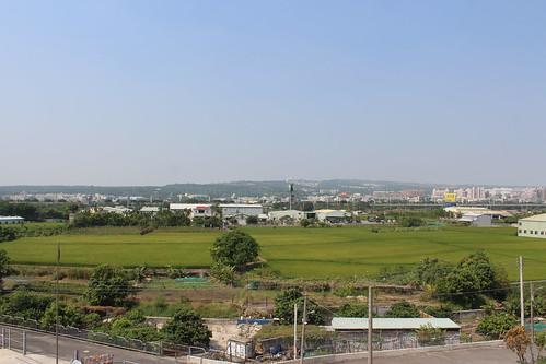從平原遠眺大肚山,都市紋理層次分明。