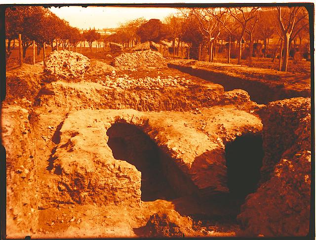 Excavaciones en el circo romano de Toledo a comienzos del siglo XX. Fotografía de Pedro Román Martínez © Fondo Rodríguez de la JCCM, Archivo Histórico Provincial de Toledo. Signatura R-129-2-13