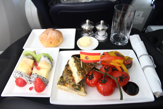 Breakfast on 787 Dreamliner