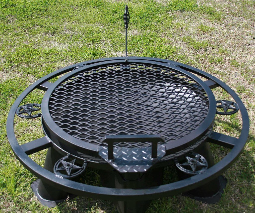 "LONESTAR PIT WITH A REGULAR GRILL AND A 1"" SOLE SAVER"