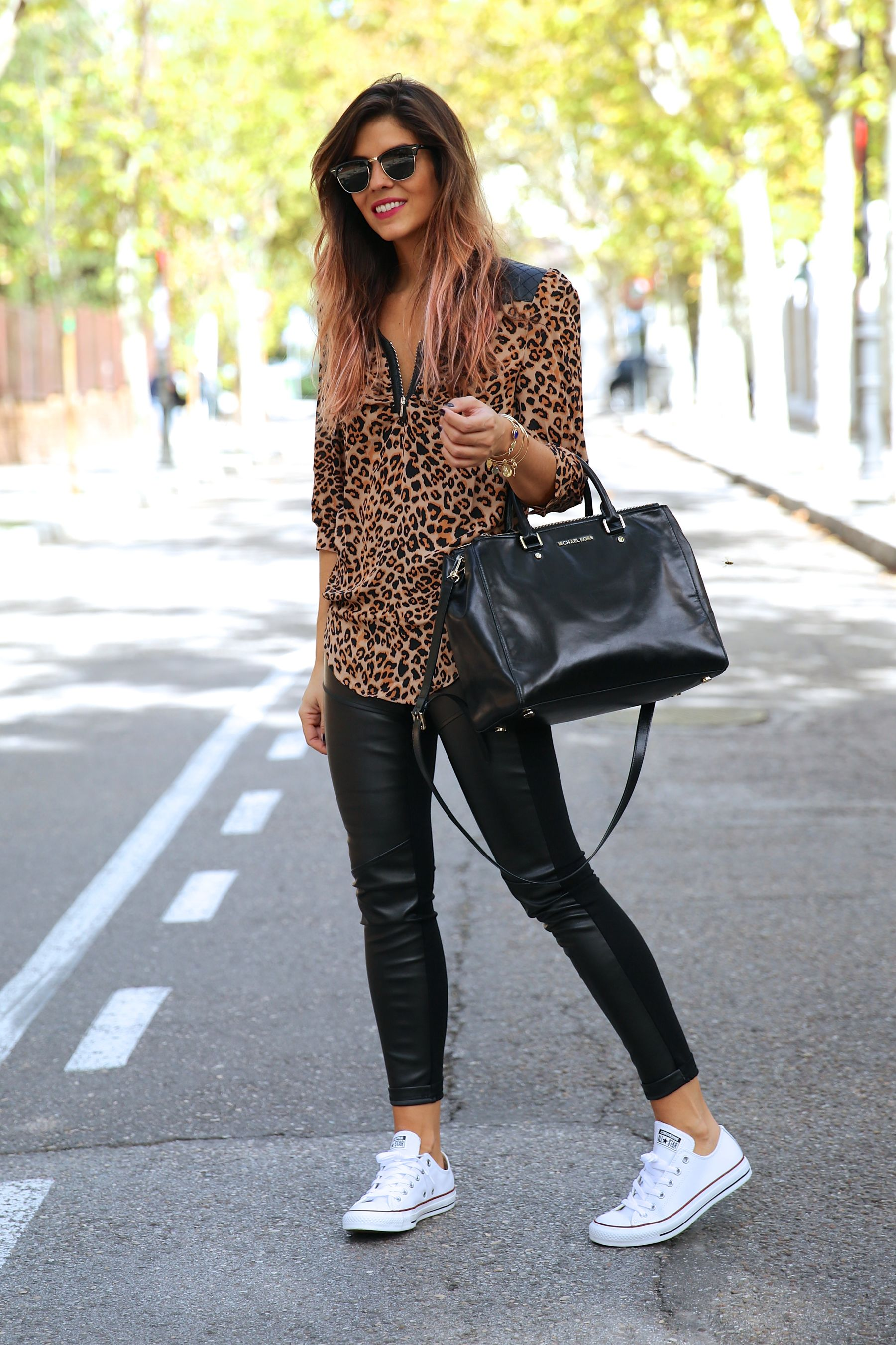 trendy_taste-look-outfit-street_style-ootd-blog-blogger-fashion_spain-moda_españa-leo_print-leopardo-converse-all_star-michael_kors-leggings-clubmaster-12