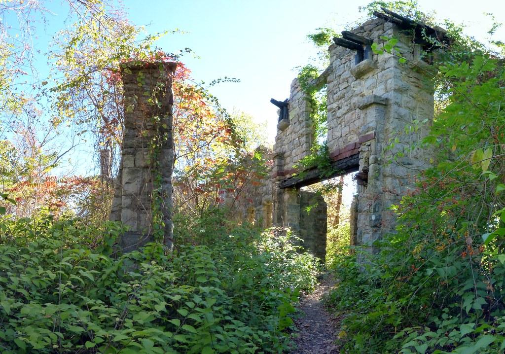 15416073230 e3d383f847 b Van Slyke Castle ruins