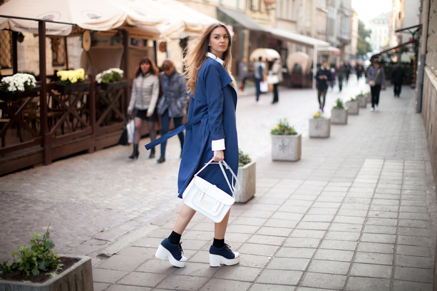blue-trench-coat-street-style-outfit