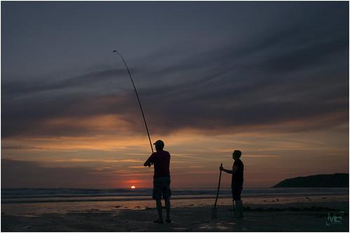sunset france beach vacances fishermen normandie crépuscule pêcheur plage manche 2014 lespieux télémètre capdeflamanville leicamtype240