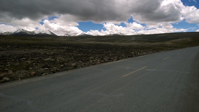 Lhakpa La Pass (downhill!)