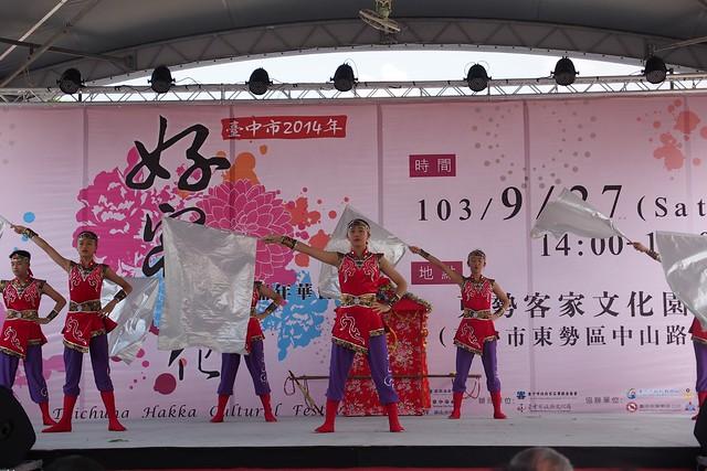 20140927,東中第45屆302舞蹈班參加臺中市好客嘉年華踩街 - 11