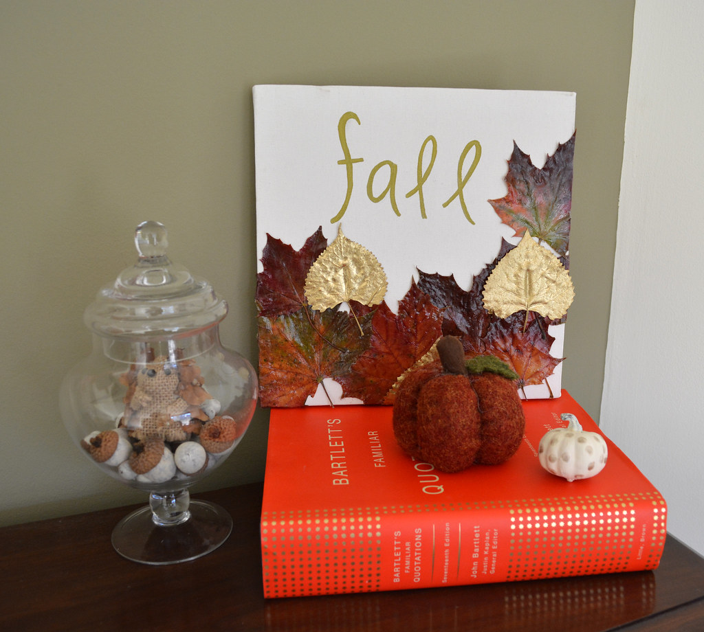 This gilded leaf artwork is a great addition to any home's fall decor! // Lovely Wren