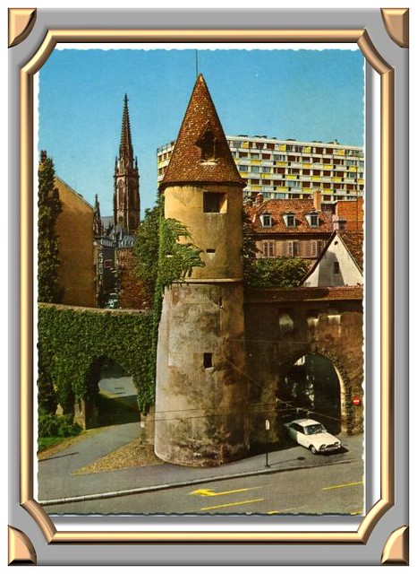 MULHOUSE (Haut-Rhin) LE BOLLWERK Bastion et porte du mur d'enceinte