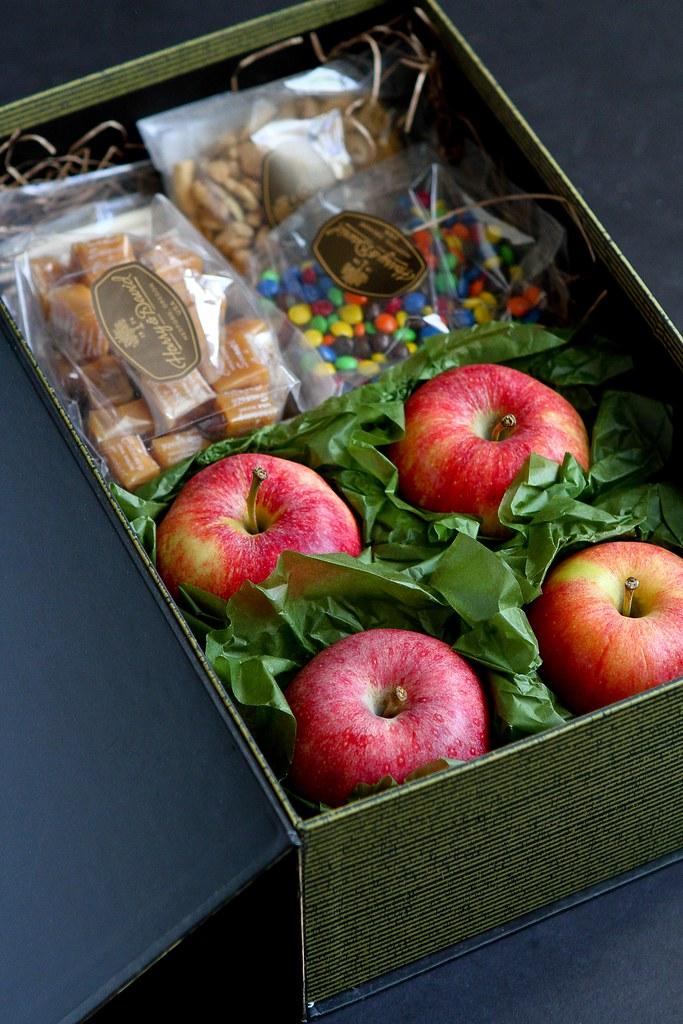 Halloween Activity: Caramel Apples | cookincanuck.com