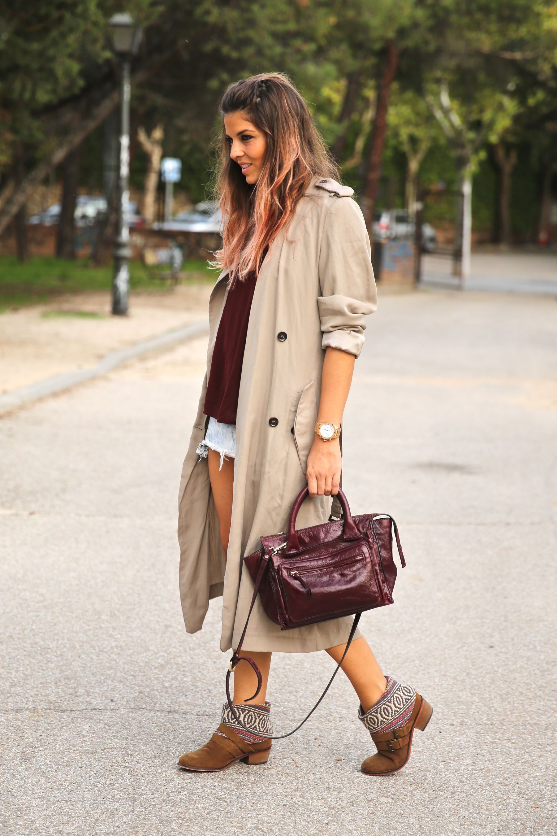 trendy_taste-look-outfit-street_style-ootd-blog-blogger-fashion_spain-moda_españa-boho-hippie-gabardina-botines_camperos-booties-gabardina-raincoat-burgundy_bag-zara-12