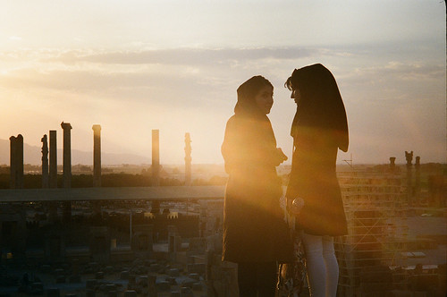 sunset film girl gold persian iran kodak super 400 agfa 日落 persepolis silette ambi 波斯 伊朗 波斯波利斯