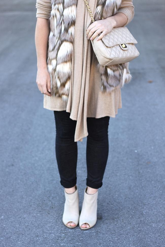 whoismocca-fashionblog-beautyblog-interiorblog-fakefur-weste-zara-cos-peeptoe-wedges-cardigan-gesteppte-tasche-chanel-05