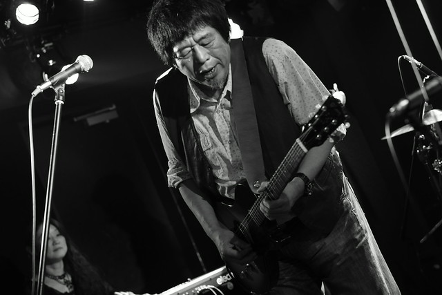O.E. Gallagher live at 獅子王, Tokyo, 13 Oct 2014 - jam with Stevie. 414