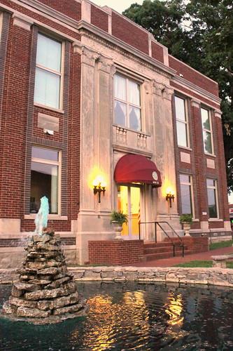 fountain lafayette tn dusk tennessee courthouse countycourthouse maconcounty bmok