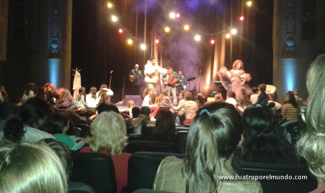 Espectaculo en un teatro de Montevideo