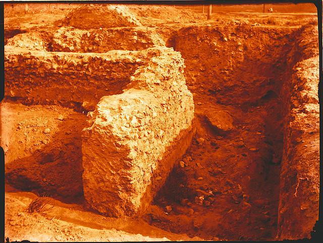 Excavaciones en el circo romano de Toledo a comienzos del siglo XX. Fotografía de Pedro Román Martínez © Fondo Rodríguez de la JCCM, Archivo Histórico Provincial de Toledo. Signatura R-129-2-15
