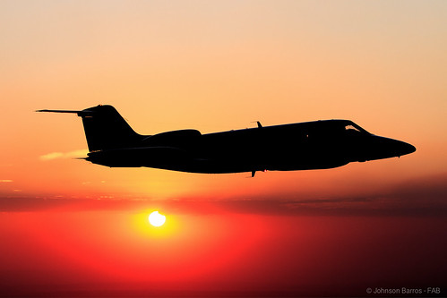 sunset orange sunlight color colors night plane sunrise canon cores airplane aircraft laranja noite airforce aviao crepusculo nuit cor obscurité entardecer forcaaereabrasileira gateslearjet35a brazilianairforce fotojohnsonbarros u35a
