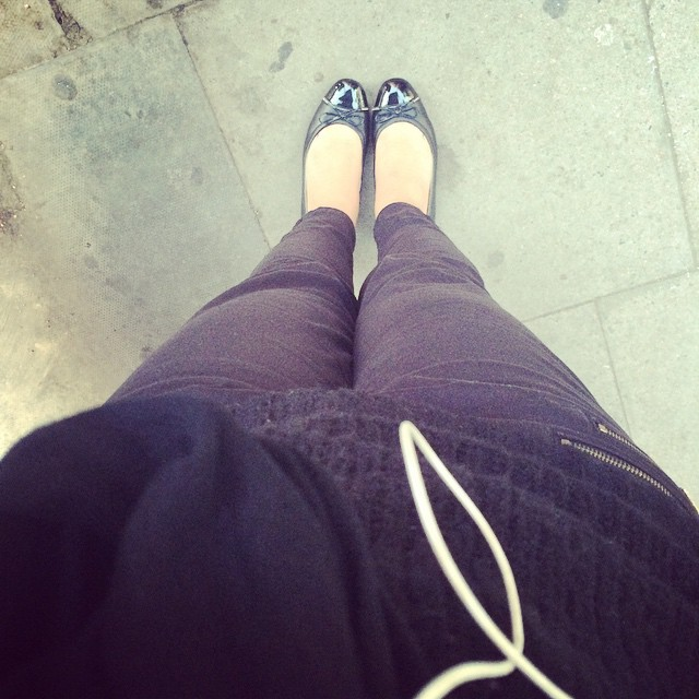#todayimwearing new favourite trousers from @laredoute & @geox shoes. Black widow much.