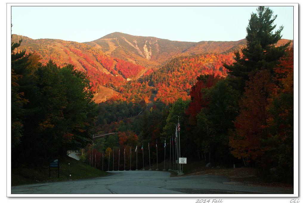 徒步秋色1-紐約上州Adirondak霧中秋景及Cascade山巔美麗落日