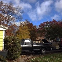 #bluesky #breezy #autumnleaves #sunshine #cooltemps #colours  Must be #ohio #nwohio #sylvania #tekkbabe859 #blondebetweenthemountains