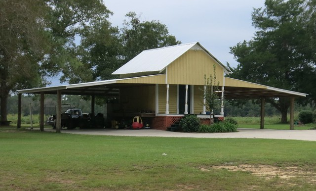 IMG_2944 2014-09-27 Yellow house Driving to Hilton Head Beach barn detail