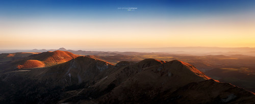 panorama montagne pano auvergne cantal puydedome chainedespuys arverne loubignac rawvergnat sancyvalenfercourrerawvergnatsunrisefontainesalee
