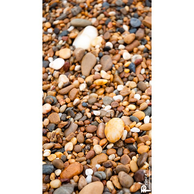 Gravel on the sea beach of Dalian. 大连金石滩的石头。