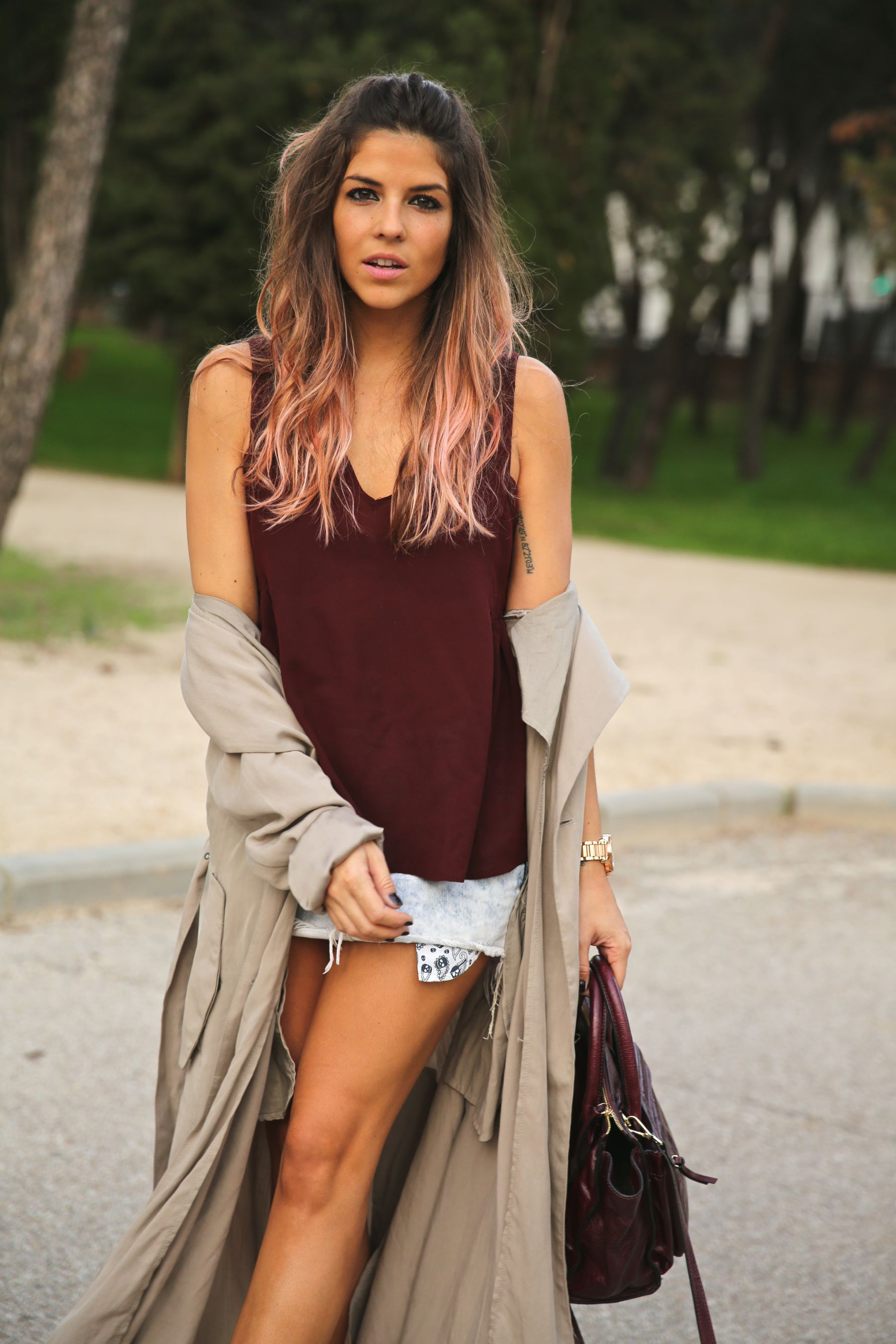 trendy_taste-look-outfit-street_style-ootd-blog-blogger-fashion_spain-moda_españa-boho-hippie-gabardina-botines_camperos-booties-gabardina-raincoat-burgundy_bag-zara-7