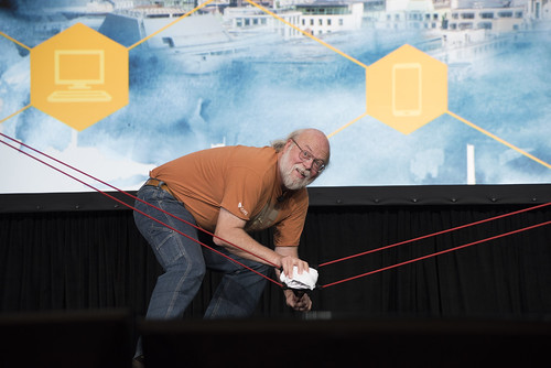 James Gosling, T-Shirt Toss, JavaOne Community Keynote, JavaOne 2014 San Francisco