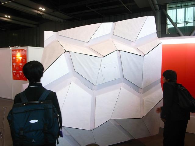 R0016223 こうなります。これはミウラ折りの一種。タチ・ミウラ多面体で有名な東京大...