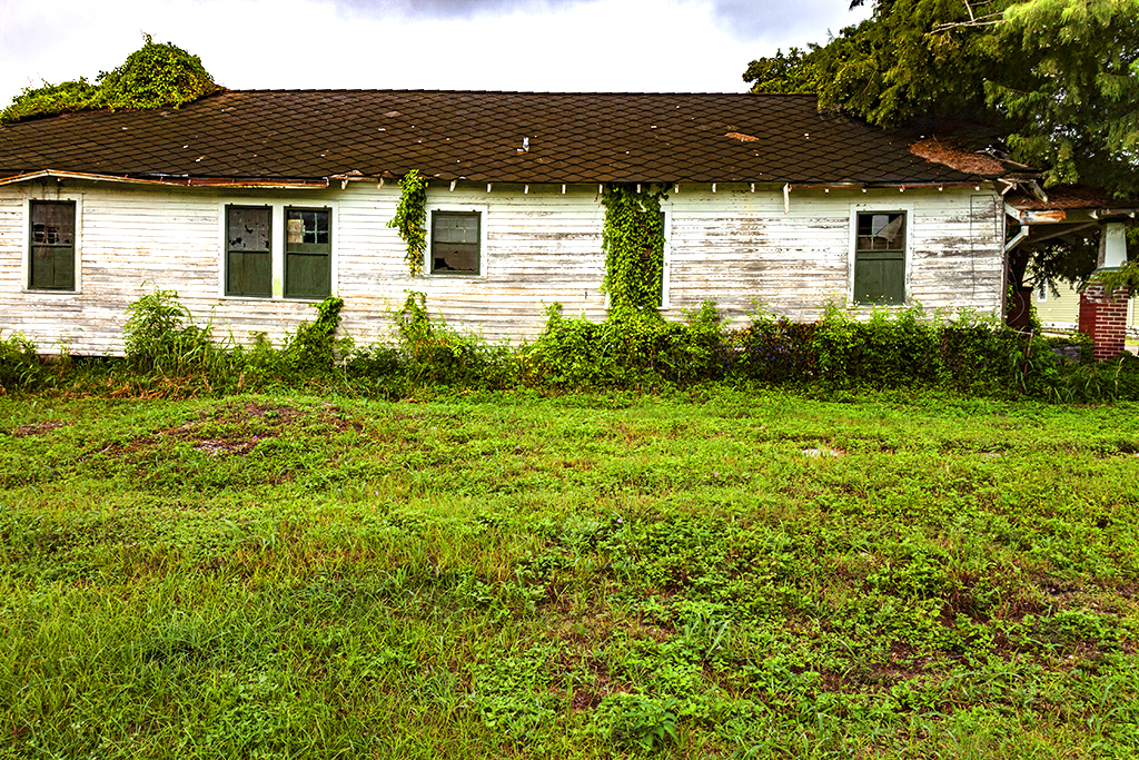 Abandoned-house-in-9-14--New-Orleans-5