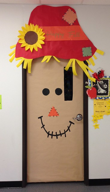 Fall Classroom Decoration ~ Celebrate always door decorating and homecoming float