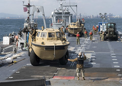 Service members offload equipment from the Military Sealift Command maritime prepositioning force ship USNS Pililaau (T-AK 304).