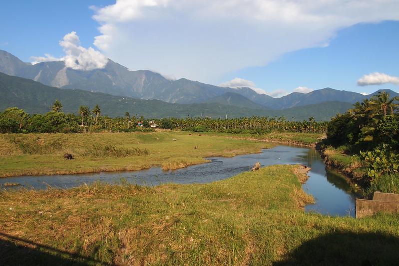 東港溪流域的地方NGOs和官方單位齊聚,藉此交流探討,尋求讓東港溪回復風采的可能。圖為東港溪上游