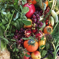 Today's @smfms bounty has me craving rosemary, pear & goat cheese pizza + a persimmon crisp for dessert.  Cooking is my therapy, so off to the kitchen I go.
