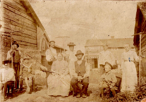 Johan & Johanna Sten with family in Finland ca 1904?