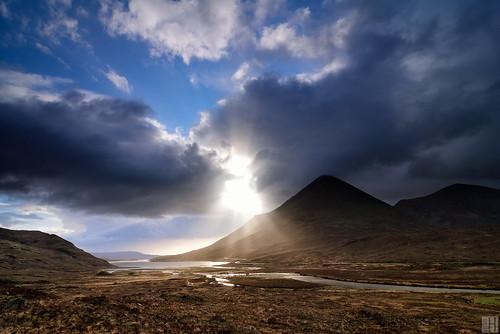 morning light mountain backlight sunrise landscape geotagged scotland darkness isleofskye spirit gbr glamaig glensligachan darkmoor sligachanhotel sconser grosbritannien eileanacheoward geo:lat=5729404200 geo:lon=617745133 darkclouth